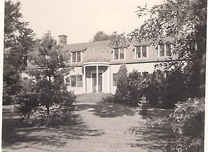 Interpines sanitarium - The Cory Building in summer, c.1938