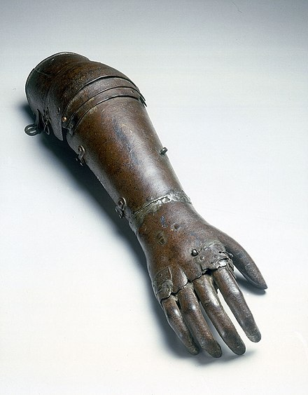 Artificial iron hand believed to date from 1560 to 1600 Iron artificial arm, 1560-1600. (9663806794).jpg