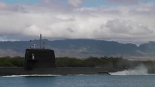 Datei:JS Mochishio departs Pearl Harbor to participate in RIMPAC 2010, -6 Jul. 2010 a.webm