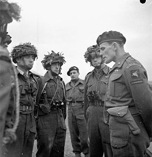 James Hill (British Army officer) - Hill (right) briefing Canadian paratroopers, 6 December 1943.