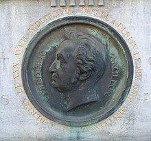 Grab-Medaillon, Französischer Friedhof (Berlin) (Quelle: Wikimedia)