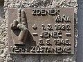 Jeneč - pamětní deska na bráně areálu ZŠ.jpg