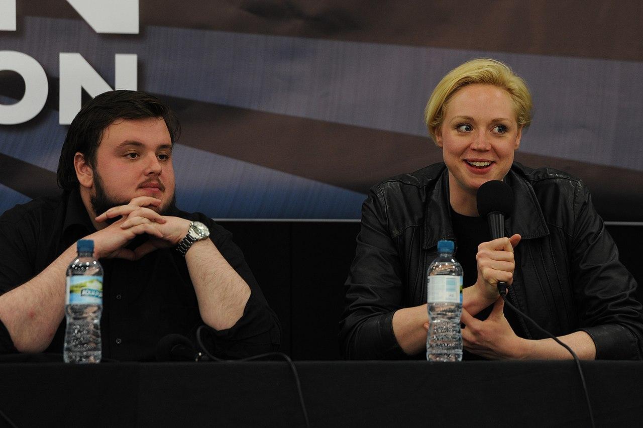 File:John Bradley y Gwendoline Christie en London Film & ComicCon, 2012..jpg