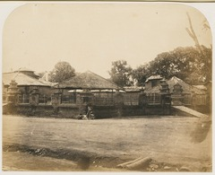 KITLV 10023 - Isidore van Kinsbergen - First square of the Puri (Kraton) of the prince of Boeleleng - 1865.tif