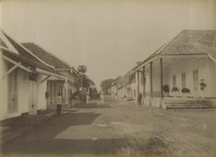 KITLV 151300 - Kassian Céphas - Lodjiketjil between Fort Vredenburg and Tjodé at Yogyakarta - Around 1870.tif