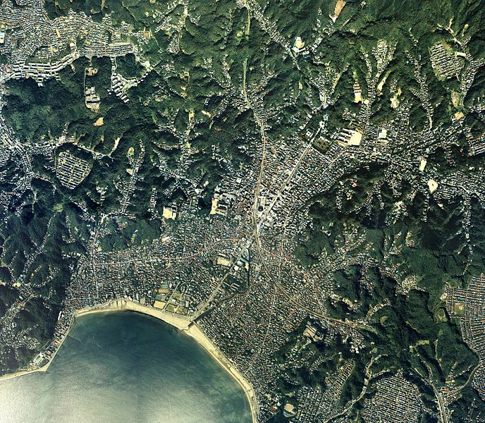ファイル:Kamakura historical sites area Aerial photograph.1988.jpg