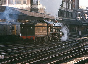 King class 4-6-0 No 600 King George V at Paddington.jpg