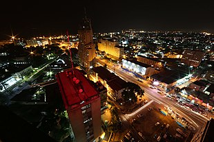 Kinshasa by night (23769991270).jpg