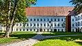 Klagenfurt Viktring Stift Konventsgebäude mit Marienhof West-Ansicht 23092017 1134.jpg