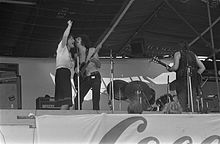 Les Harvey's back (right) w. Stone the Crows (Kralingen Music Festival, 1970)