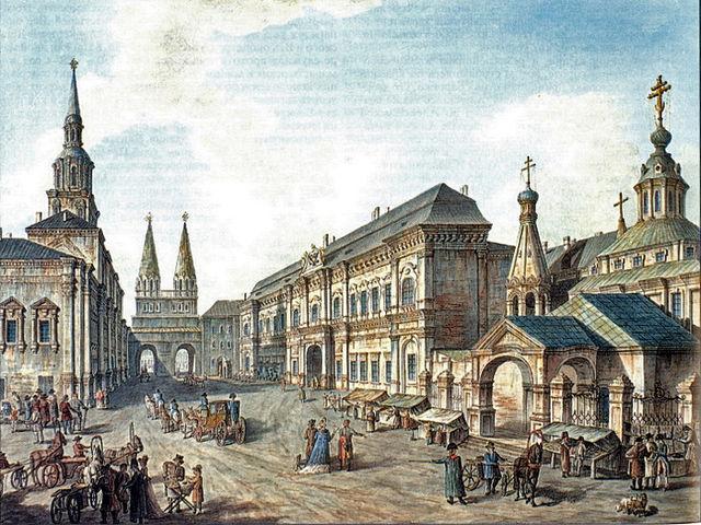Здание Московского университета «Аптекарский дом» (слева) у Воскресенских ворот на Красной площади