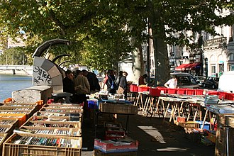 Books in France - Image: LYON Quai de la Pêcherie