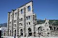 La facciata sud del teatro romano di Aosta.JPG