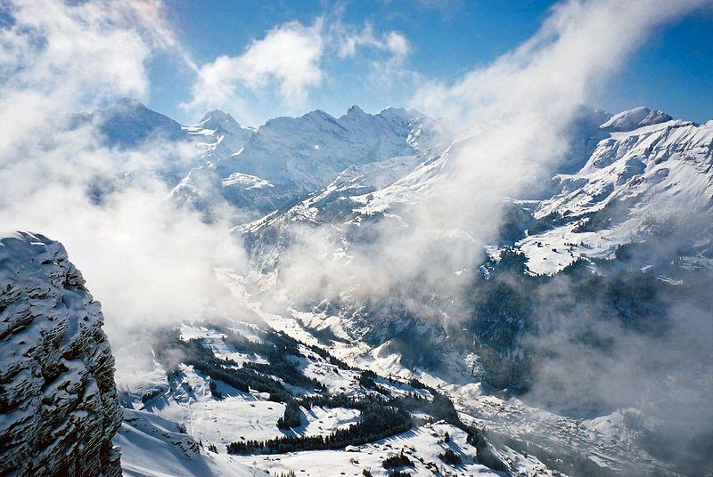 کوهستان-www.nexusgallery.mihanblog.com-File:Lauterbrunnen-valley.jpg