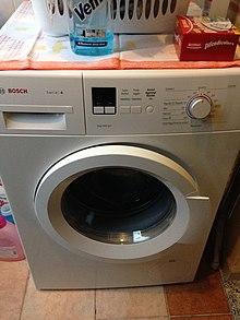 Una moderna lavatrice della marca Bosch