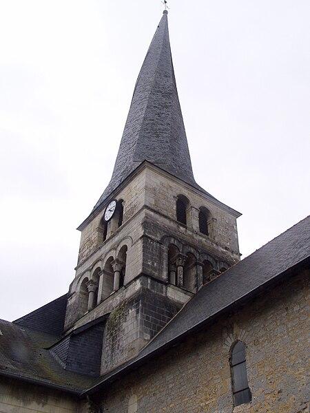Photographie du fr:clocher tors de l'église Saint Symphorien du Vieil-Baugé (fr:Maine-et-Loire) prise par Accrochoc