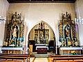Le maître-autel et les deux autels latéraux.jpg