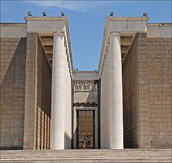Lentrée du musée de la civilisation romaine (EUR, Rome) (5904092579).jpg