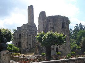 Les Cars (Haute-Vienne, Fr), ruines du château.JPG
