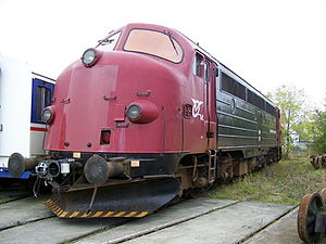 Scharfenberg coupler - The MY locomotive, normally screw-coupled, has a Scharfenberg coupler mounted for transporting Lint 41 DMUs