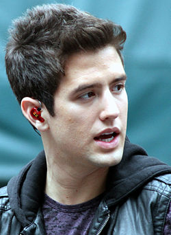 Logan Henderson under ett uppträdande med Big Time Rush på Herald Square i New York den 15 augusti 2010.