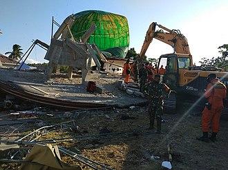 5 August 2018 Lombok earthquake - Image: Lombok earthquake mosque ruin evacuation