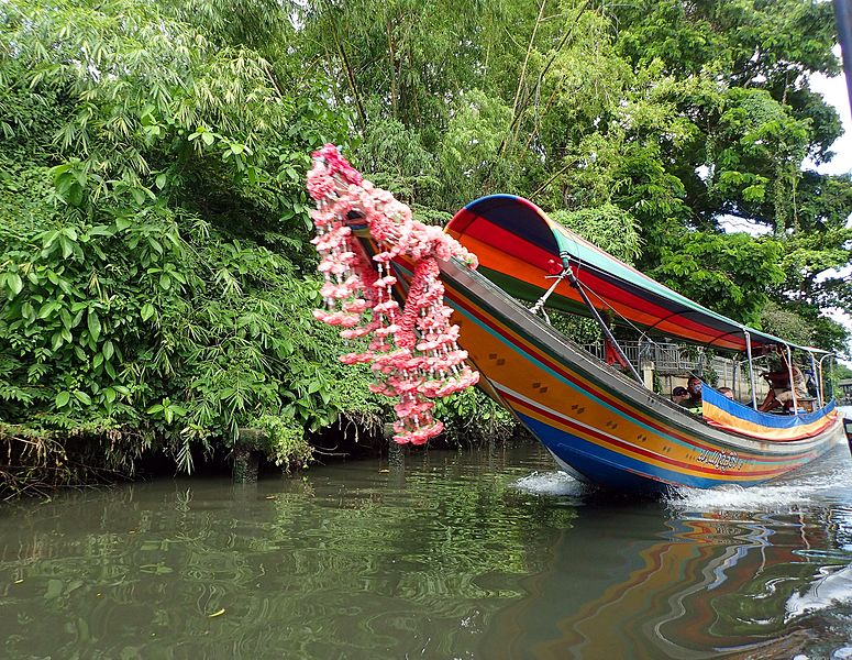 File:Long tail boat on Bangkok's khlong.jpg