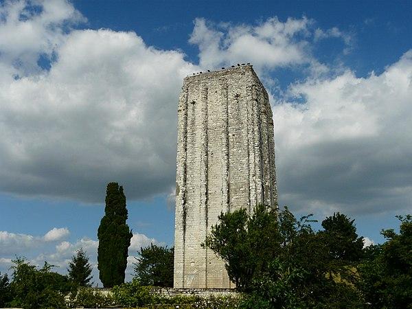 La Tour carrée, monument emblématique de Loudun.