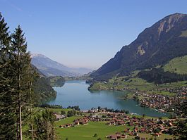 Lungerersee from Brünigpass.jpg