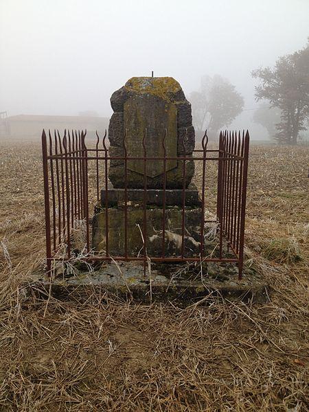 Mémorial situé dans les champs près du lieu-dit La Forêt, près de Béreins, commune de Saint-Trivier-sur-Moignans.