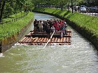 München - Flaucher - Floß auf dem Ländkanal 03.jpg