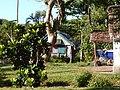 Madagascar. canal des pangalanes. Habitation traditionnelle.jpg