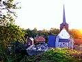 Maisnières église (depuis la motte) 1a.jpg