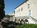 Maison des chevaliers coté jardin.JPG