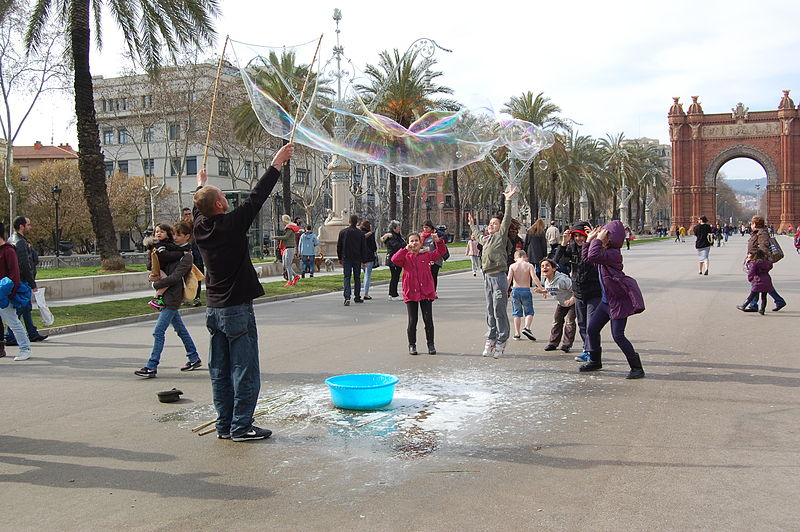 File:Making giant soap bublles in Barcelona March 2015 (6).JPG