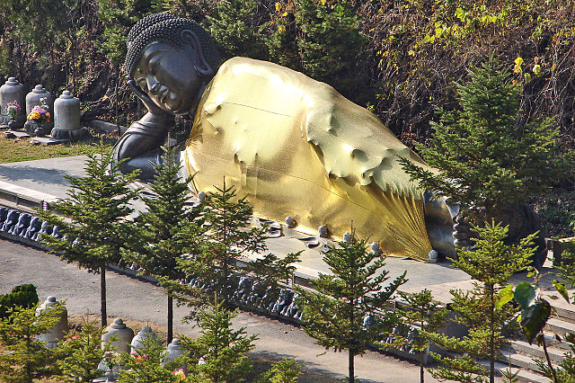 http://upload.wikimedia.org/wikipedia/commons/thumb/e/eb/Manbulsa_Nirvana_statue,_or_Reclining_Buddha_11-10261.JPG/640px-Manbulsa_Nirvana_statue,_or_Reclining_Buddha_11-10261.JPG
