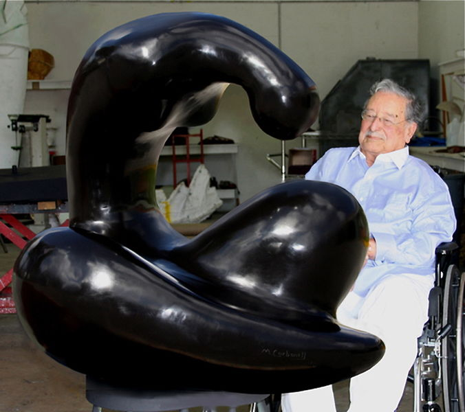 File:Manuel Carbonell,2009, at the foundry, Miami, FL.JPG