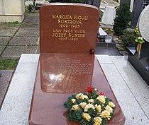 Margita Figuli Grave.JPG