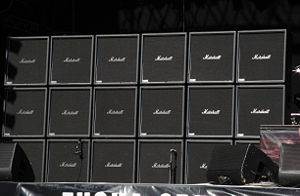 Jeff Hanneman - Jeff Hanneman's 3 × 6 stack of Marshall ModeFour guitar cabinets on stage at the Tuska Open Air Metal Festival in 2008. The bottom row are all active with the others being dummies.