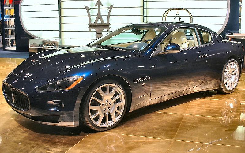 800px-Maserati_GranTurismo_at_NYIAS.JPG
