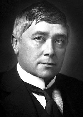 Maurice Maeterlinck 1911.jpg