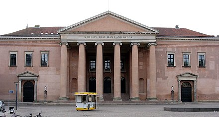 Copenhagen Court House (1815), designed by Christian Frederik Hansen Med lov skal man land bygge 2004 ubt.jpeg
