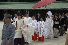 Una tradizionale cerimonia di matrimonio giapponese.