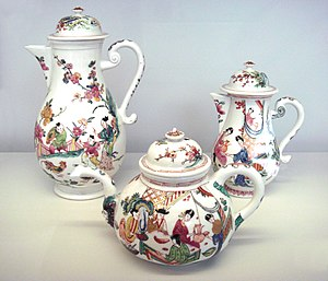 Meissen porcelain - Meissen hard porcelain teapots, circa 1720, decorated with Chinese scenes in the Netherlands, circa 1735. Musée des Arts Décoratifs, Paris.