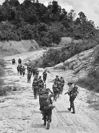 2/2nd Machine Gun Battalion (Australia) - Image: Members of B Company of the 2 2 Machine Gun Battalion moving along a road towards Brunei AWM 109273