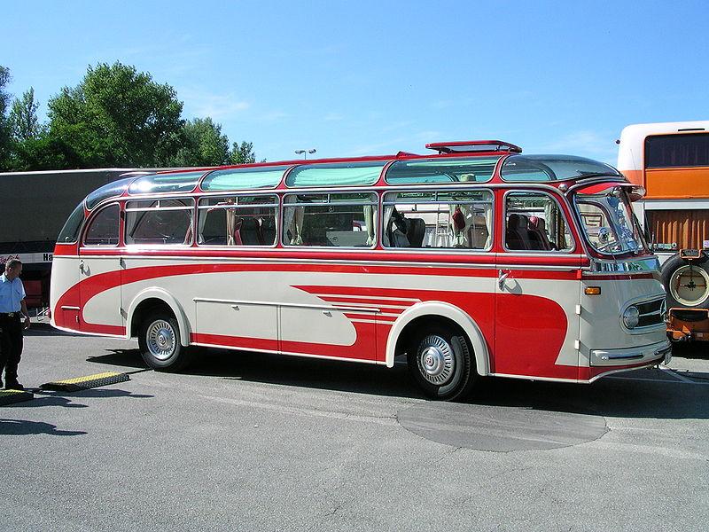 800px-Mercedes_O321H_vr.jpg