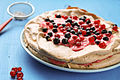 Meringue cake with redcurrant curd filling (7801333926).jpg