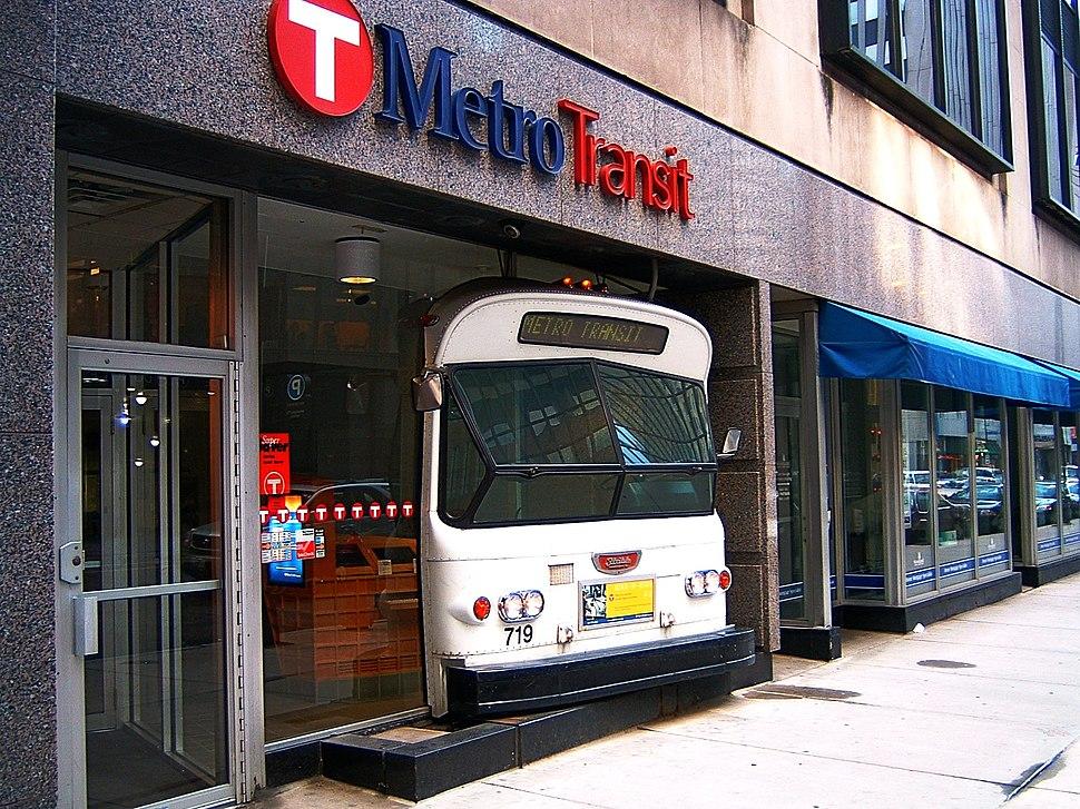 Metro Transit-Minneapolis-2005-06-04