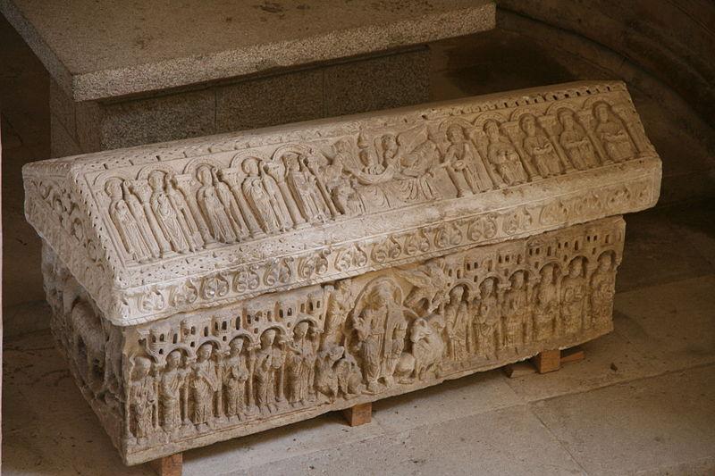 File:Monasterio de San Juan de Ortega (Burgos) sepulcro románico.JPG
