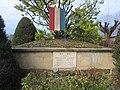 Monument aux morts - Cimetière de Challes-les-Eaux, 2016.jpg